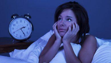 صورة الفارق بين الأرق والحرمان من النوم