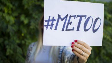 """صورة """"أنا كمان"""" وسم يصف معاناة التحرش لنساء من معظم أنحاء العالم"""