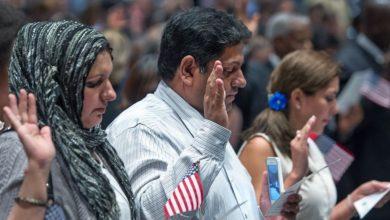 صورة استخدام أجهزة التابلت في امتحانات الحصول على الجنسية الأميركية