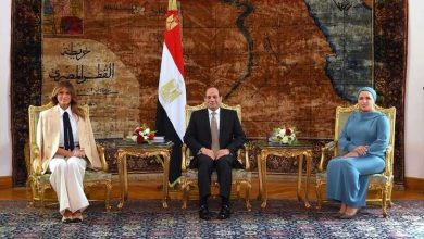 صورة الرئيس المصري عبد الفتاح السيسي يستقبل ميلانيا ترامب في أول زيارة لمصر