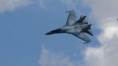 صورة مقاتلة روسية تعترض طائرة استطلاع أمريكية فوق البحر الأسود