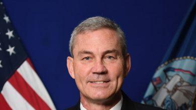 العثور على قائد الأسطول الأميركي الخامس ميتًا في مقر إقامته بالبحرين