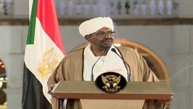 صورة السودان على صفيح ساخن.. البشير يتراجع ويعلن ترك الحكم بعد عام