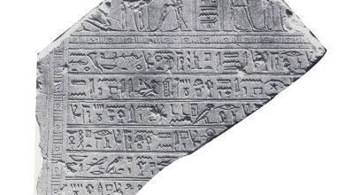صورة مصر تسترد الجزء الرابع والأخير من لوحة أثرية سُرقت من 24 عاما
