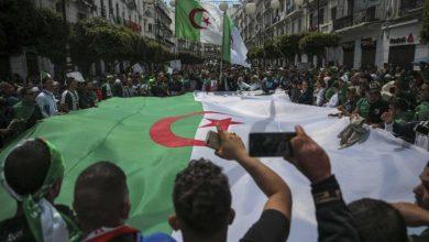صورة الشارع الجزائري يجدد مطالبه برحيل رموز بوتفليقة