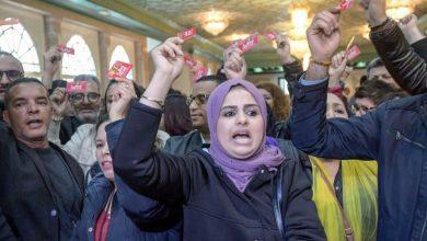 صورة تونس- قطاعات متعددة تحتج على سياسات الحكومة والسبسي ينتقد أداءها