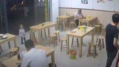 صورة صيني يرهن ابنته لدى مطعم مقابل وجبة مكرونة