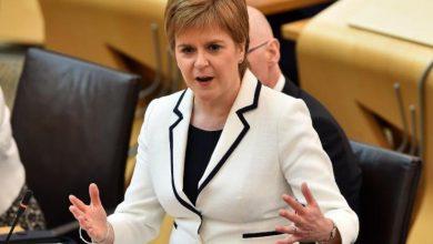 صورة رئيسة وزراء اسكتلندا تطالب بإجراء استفتاء ثان حول الاستقلال عن بريطانيا