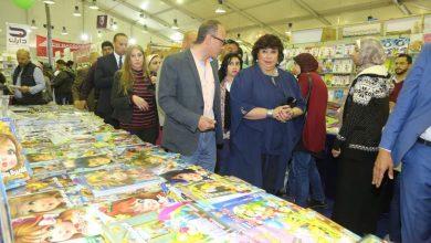 وزيرة الثقافة المصرية تتفقد أجنحة معرض الإسكندرية الدولي للكتاب