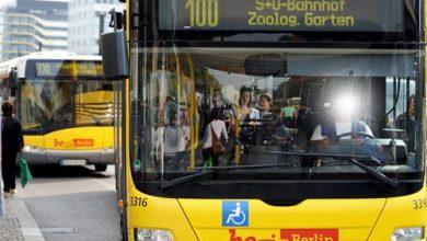 ضبط سائقة حافلة تشاهد فيلمًا على هاتفها الذكي أثناء القيادة بألمانيا