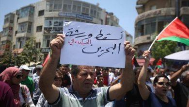 إضراب شامل في غزة ومسيرات بالضفة رفضًا لمؤتمر البحرين