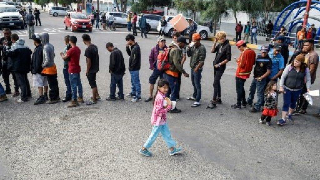 المكسيك تحذّر من أزمة وشيكة رغم تراجع أعداد المهاجرين