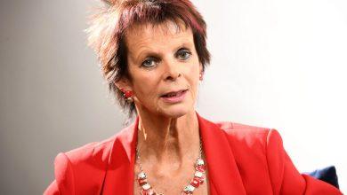 صورة وزيرة التعليم البريطانية تستقيل من منصبها