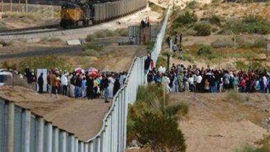 صورة تراجع عدد المهاجرين الذين عبروا إلى أمريكا من الحدود المكسيكية بواقع 36%