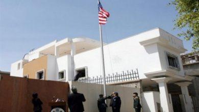 صورة حريق في مقر السفارة الأمريكية بالعاصمة الليبية
