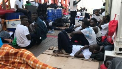صورة مالطا تسمح بنزول 356 مهاجرًا بعد بقائهم أسبوعين عالقين في البحر