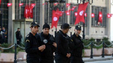 صورة اعتقال شخص طعن أحد عناصر شرطة السياحة في تونس