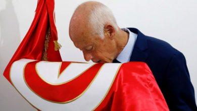 قيس سعيد يتصدر النتائج الأولية للانتخابات الرئاسية التونسية