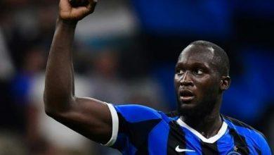 صورة لوكاكو يدعو اللاعبين لاتخاذ موقف ضد العنصرية