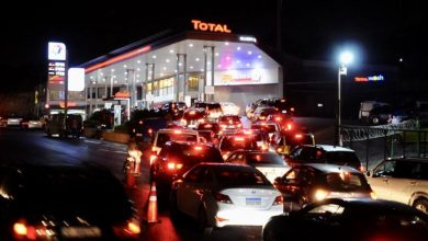 صورة نقص الدولار يجدد أزمة المحروقات في لبنان وتوقف المحطات عن بيع الوقود