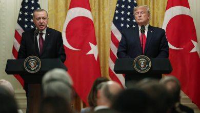 صورة ترامب لن يستطيع إنقاذ أردوغان من عقوبات الكونجرس