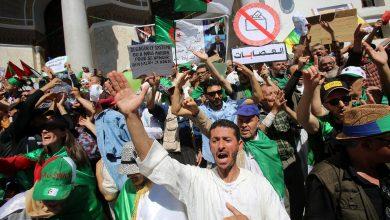تحطيم مراكز تصويت وإغلاق أخرى في احتجاجات رافضة للانتخابات بالجزائر