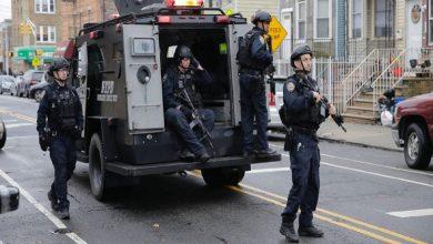 صورة شرطي أمريكي يقتل شابًا حاول طعنه في كاليفورنيا (فيديو وصور)