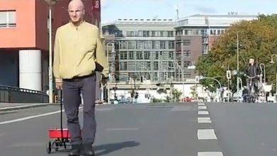 "صورة فنان ألماني يخدع ""خرائط جوجل"" ويغلق شوراع برلين"
