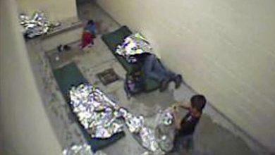 صورة محكمة فيدرالية أمريكية تقضي بعدم دستورية ظروف احتجاز المهاجرين