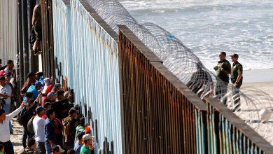 قبول لاجئين اثنين فقط منذ مارس.. متى ينهي ترامب إغلاق الهجرة؟