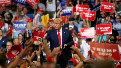 صورة ترامب يستأنف نشاط الحملة الانتخابية رغم كورونا والأجواء المتوترة