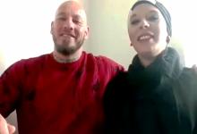 صورة فصل زوجة مصارع نمساوي من عملها.. والسبب حجابها وإسلام زوجها!