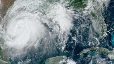 """إعصار """"هانا"""" يضرب تكساس ويهدد بحدوث فيضانات"""