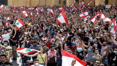 اللبنانيون ينتفضون مجددًا للمطالبة بالتغيير ويعلقون المشانق لزعمائهم