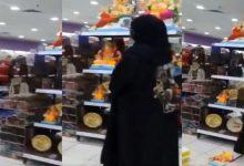 صورة محاكمة امرأة بحرينية حطمت تماثيل هندوسية في أحد المتاجر