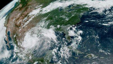في حدث مناخي نادر.. أمريكا تشهد إعصارين في وقت واحد