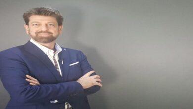 صورة وفاة الإعلامي والروائي السوري عدنان فرزات
