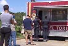صورة في لفتة انسانية.. توافد المئات على شاحنة رجل من تكساس بعد تغريدة نشرتها ابنته!