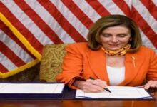 صورة بيلوسي: البيت الأبيض رفض التوقيع على حزمة المساعدات الجديدة