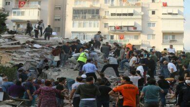 زلزال يُوحّد تركيا واليونان ويقتل ويصيب أكثر من 1000 شخص