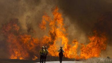 إجلاء 100 ألف شخص بسبب حرائق الغابات في كاليفورنيا