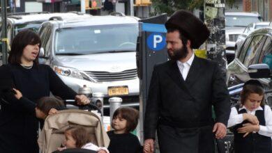 """صورة زعماء يهود في نيويورك يعتبرون إجراءات كورونا """"معادية للسامية"""""""