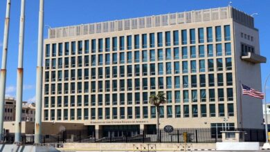 صورة استمرار التحقيق بشأن هجمات دماغية غامضة على دبلوماسيين أمريكيين بالخارج