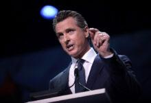 كاليفورنيا توافق على منح مواطنيها شيكات تحفيزية بقيمة 600 دولار