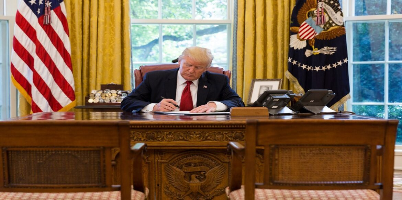 ترامب يرفع قيود دخول القادمين من عدة دول وإدارة بايدن ترفض القرار