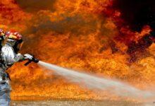 معاناة تكساس.. انفجار ضخم بعد اصطدام شاحنة بقطار محمل بالبنزين