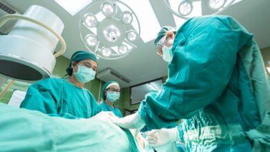 طبيب بكاليفورنيا يحضر جلسة محكمة أثناء إجرائه عملية جراحية!