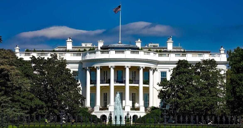 البيت الأبيض يبدأ التواصل مع إيران بشأن الرهائن الأمريكيين