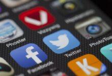 حاكم تكساس يعتمد القانون في منع مواقع التواصل من حظر الحسابات